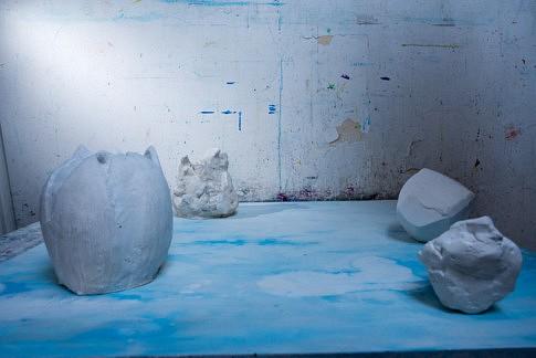 Miroir du ciel   (un essai en photo de détail )  2019  -  plâtre, peinture à l'eau et à l'huile, crayon et pâtre sur toile marouflée  -  80 x 80 x 30 cm  c Jérôme Debains